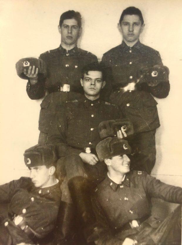 группа солдатов